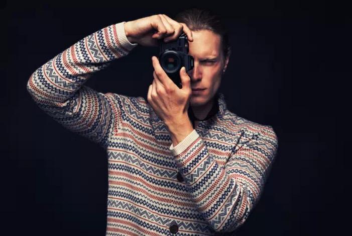 拿相机的男人最帅